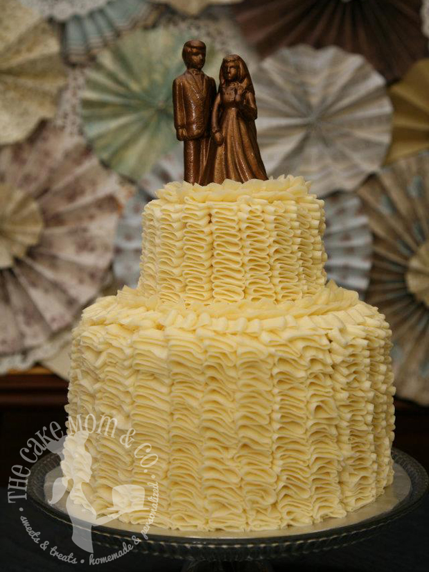 Meringue Ruffles on a vintage-style wedding cake