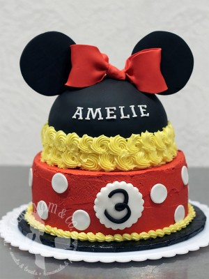 Classic Minnie Mouse Birthday Cake by The Cake Mom & Co.